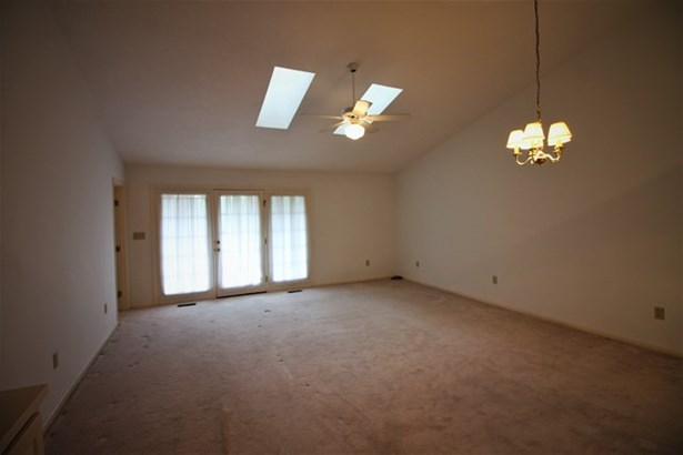 Residential, Townhouse/Condo - South Hill, VA (photo 2)