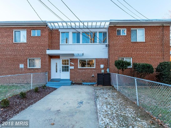 Colonial, Attach/Row Hse - OXON HILL, MD (photo 1)