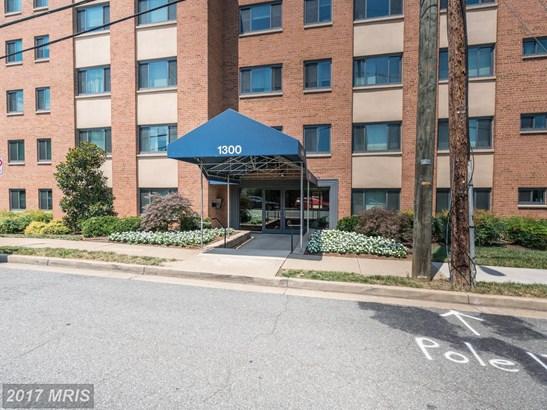 Mid-Rise 5-8 Floors, Traditional - ARLINGTON, VA (photo 1)