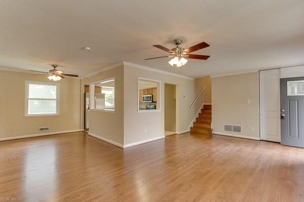 Tri-Level, Single Family - Hampton, VA (photo 5)