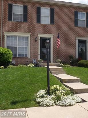 Transitional, Townhouse - LITTLESTOWN, PA (photo 1)