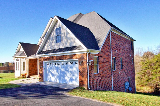 Traditional, Detached - Christiansburg, VA (photo 5)