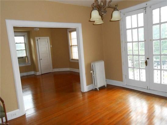 Apartment, Traditional, Single Family - Norfolk, VA (photo 3)