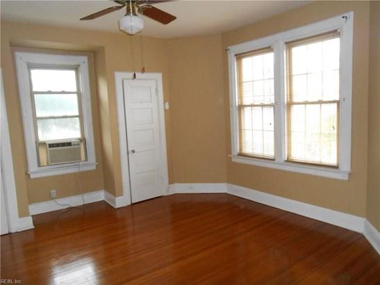 Apartment, Traditional, Single Family - Norfolk, VA (photo 4)