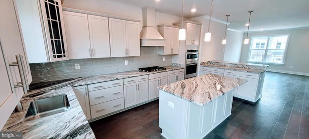 Townhouse, End of Row/Townhouse - GAITHERSBURG, MD