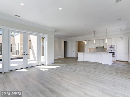 Mid-Rise 5-8 Floors, French Provincial - WASHINGTON, DC (photo 4)