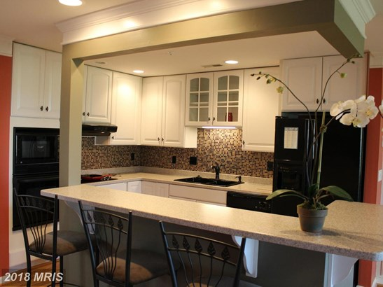 Contemporary, Attach/Row Hse - CHESTER, MD (photo 4)