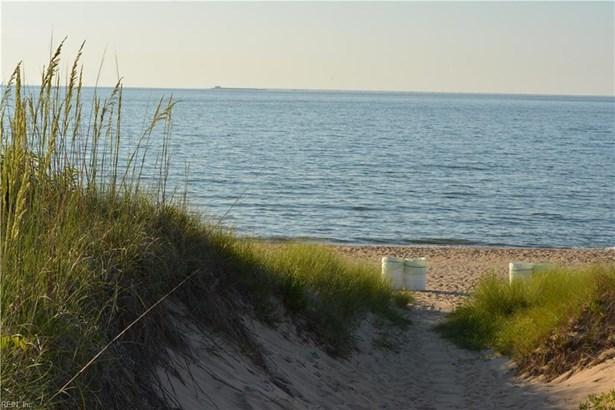 Transitional, Tri-Level, Single Family - Virginia Beach, VA (photo 4)