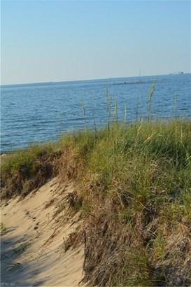 Transitional, Tri-Level, Single Family - Virginia Beach, VA (photo 5)