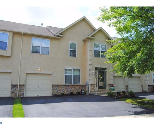 Row/Townhouse, Traditional - NORTH WALES, PA (photo 2)