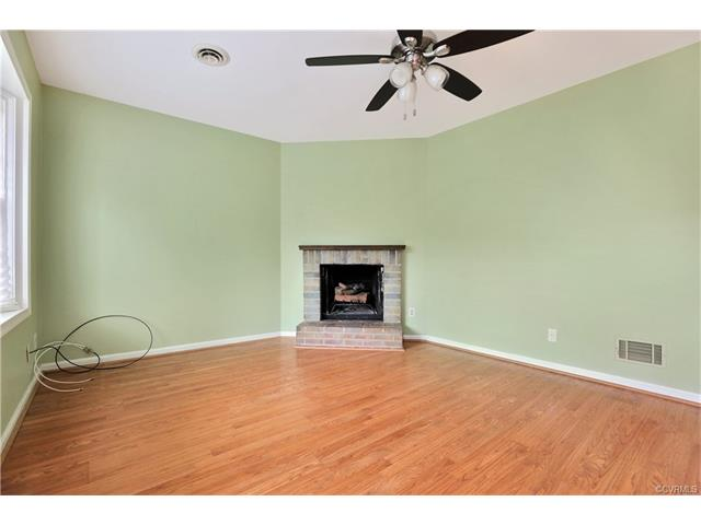 2-Story, Colonial, Condo/Townhouse - North Chesterfield, VA (photo 4)