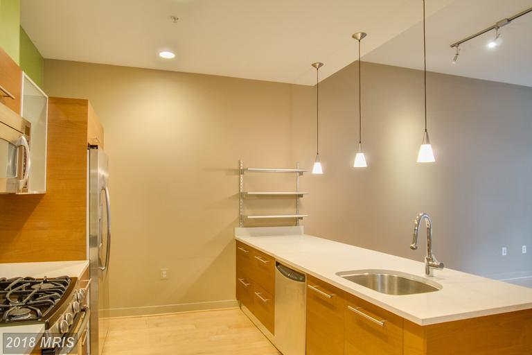 Mid-Rise 5-8 Floors, Contemporary - RESTON, VA (photo 3)