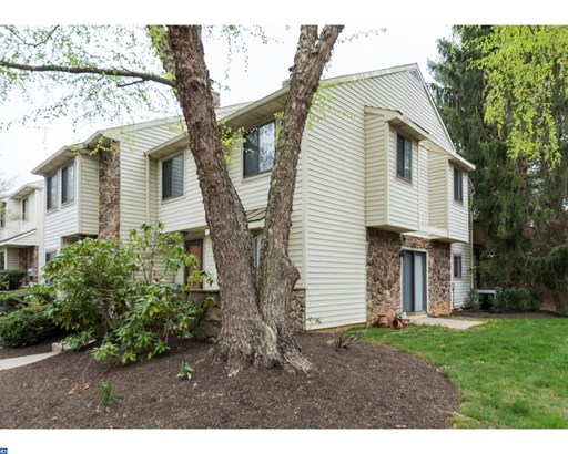 Row/Townhouse, Colonial - CHESTERBROOK, PA (photo 2)