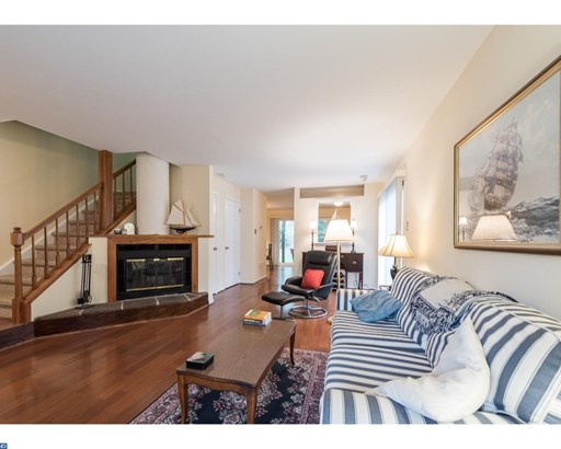 Row/Townhouse, Colonial - CHESTERBROOK, PA (photo 4)