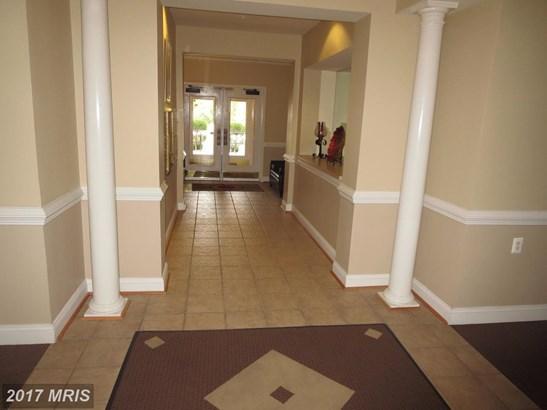 Mid-Rise 5-8 Floors, Traditional - UPPER MARLBORO, MD (photo 2)