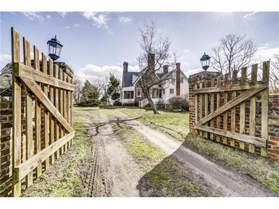 Cape, Colonial, Single Family - West Point, VA (photo 4)