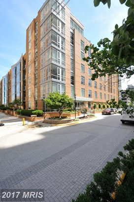 Mid-Rise 5-8 Floors, Contemporary - RESTON, VA (photo 1)
