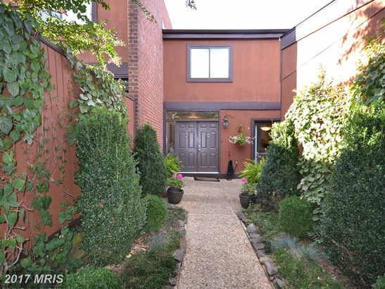 Townhouse, Contemporary - TOWSON, MD (photo 2)