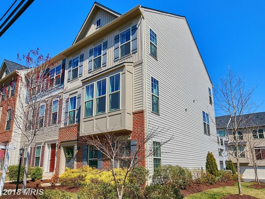 Townhouse, Colonial - OCCOQUAN, VA (photo 2)