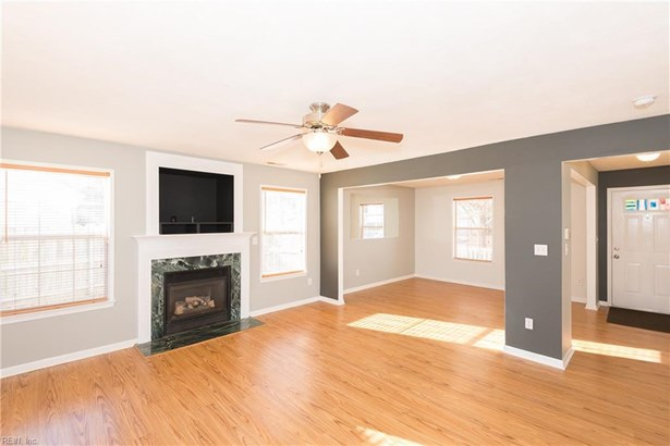 Transitional, Single Family - Suffolk, VA (photo 3)
