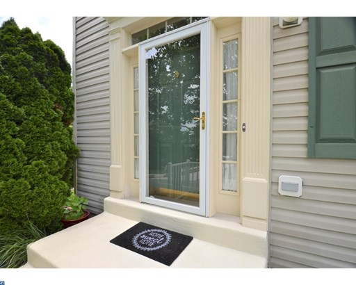 Row/Townhouse, Traditional - COLLEGEVILLE, PA (photo 2)