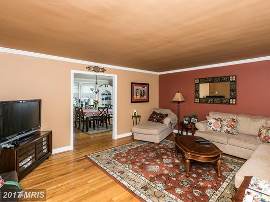 Colonial, Attach/Row Hse - CATONSVILLE, MD (photo 5)