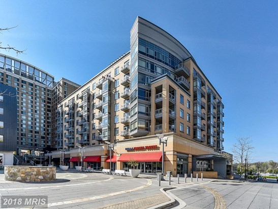 Mid-Rise 5-8 Floors, Colonial - HYATTSVILLE, MD (photo 1)