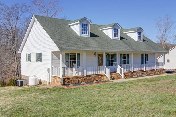 Cape Cod, Residential - Bedford, VA (photo 2)
