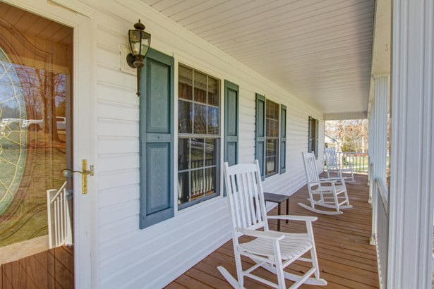 Cape Cod, Residential - Bedford, VA (photo 5)