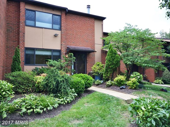 Transitional, Townhouse - TOWSON, MD (photo 1)