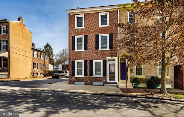 Townhouse, End of Row/Townhouse - WEST CHESTER, PA