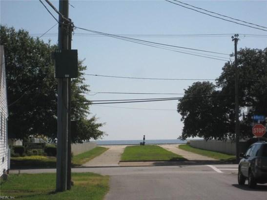 Bungalow, Contemp, Single Family - Hampton, VA (photo 2)