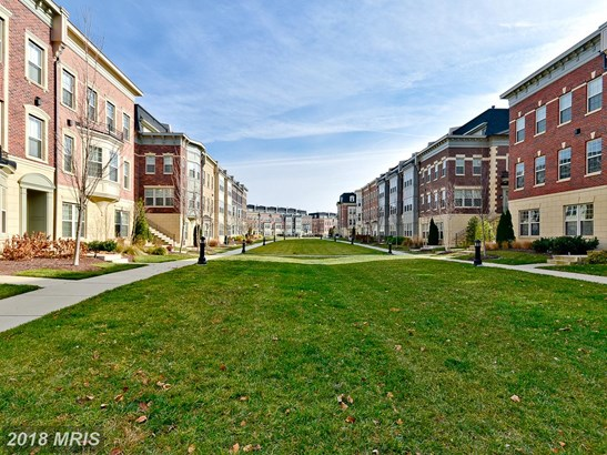 Townhouse, Contemporary - OXON HILL, MD (photo 1)
