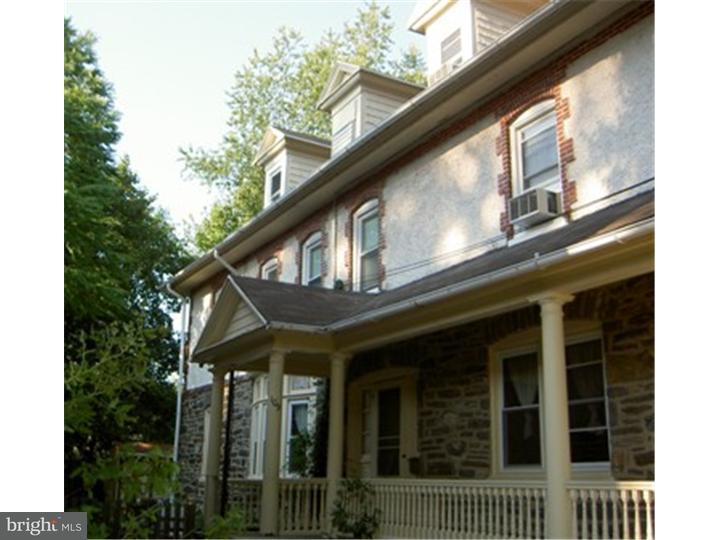 Twin/Semi-Detached, Single Family - NARBERTH, PA