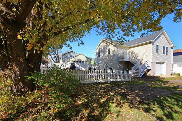 Expanded Ranch, Single Family - Highlands, NJ