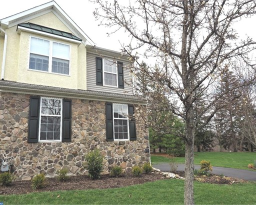 Row/Townhouse, Colonial - NEWTOWN SQUARE, PA (photo 2)