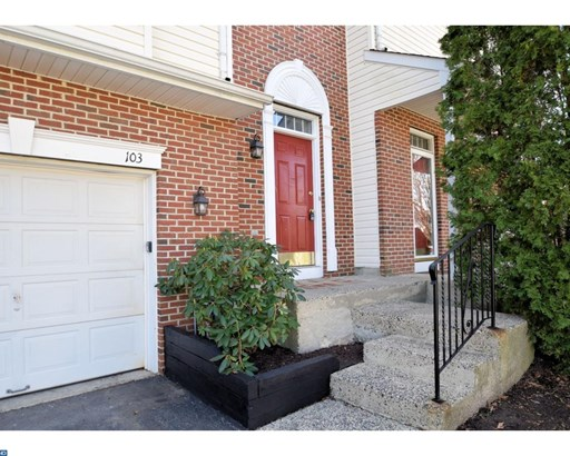 Row/Townhouse, Contemporary - COLLEGEVILLE, PA (photo 2)