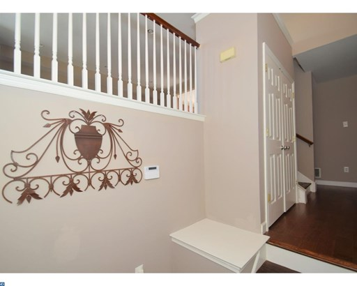 Row/Townhouse, Contemporary - COLLEGEVILLE, PA (photo 3)