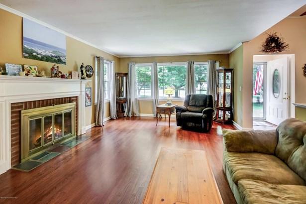 Colonial, Split Level, Single Family - Middletown, NJ (photo 2)