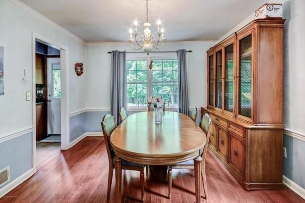 Colonial, Split Level, Single Family - Middletown, NJ (photo 4)
