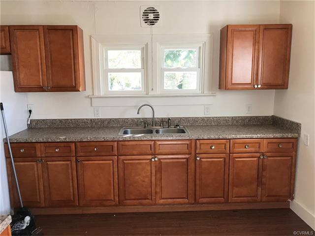 Cottage/Bungalow, Single Family - Richmond, VA (photo 2)