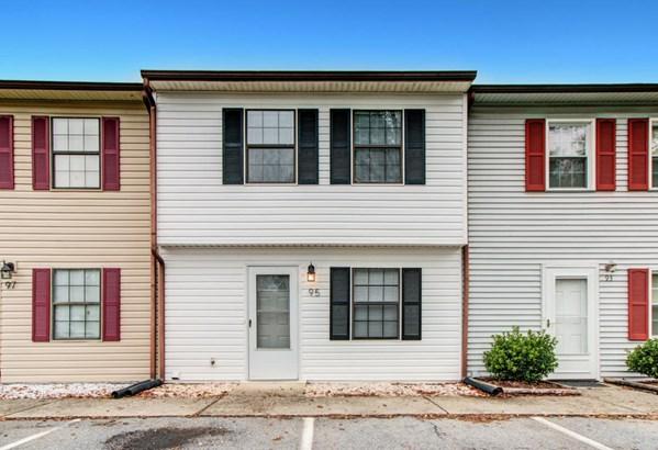 Townhouse - Cloverdale, VA (photo 1)