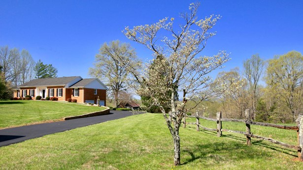 Residential, Ranch - Goodview, VA (photo 5)