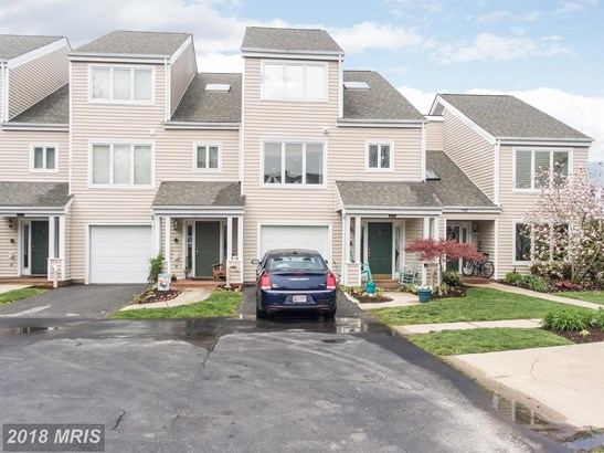 Contemporary, Attach/Row Hse - CHESTER, MD