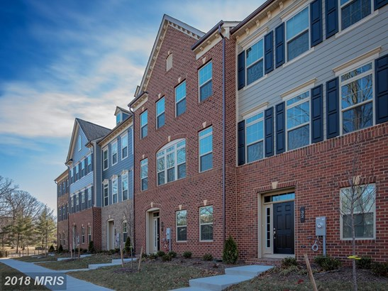 Townhouse, Contemporary - PIKESVILLE, MD (photo 1)