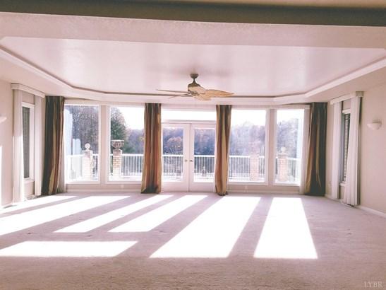 Single Family Residence, Contemporary - Amherst, VA (photo 5)
