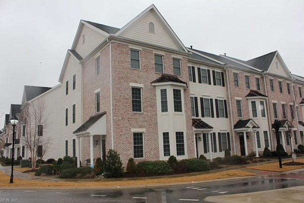 Townhouse, Townhouse, Tri-Level - York County, VA (photo 1)