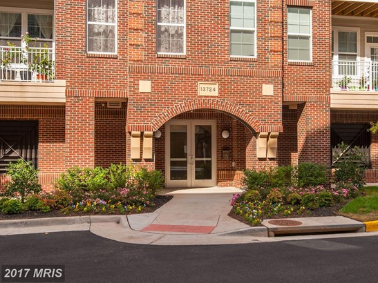 Mid-Rise 5-8 Floors, Colonial - HERNDON, VA (photo 2)