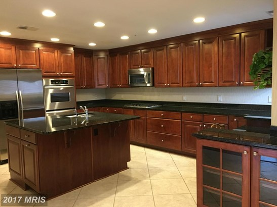 Mid-Rise 5-8 Floors, Traditional - PIKESVILLE, MD (photo 2)