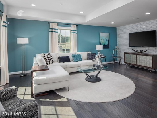 Townhouse, Contemporary - PIKESVILLE, MD (photo 3)